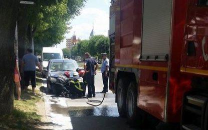 Mașina unui călărășean a luat foc din cauza unui scurtcircuit