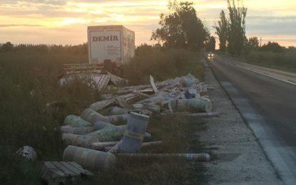 Călărași/Remorca unui camion turcesc s-a răsturnat în zona Piscicolei
