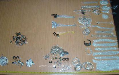 Peste 2 kg de bijuterii nedeclarate, descoperite de polițiștii din vamă/Vezi unde era ascunsă marfa