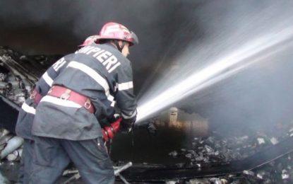 Călărași/O clădire dezafectată a luat foc pe strada gen.C-tin Pantazi