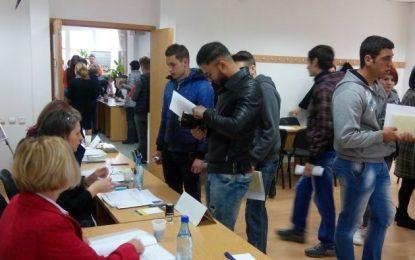 AJOFM CĂLĂRAȘI/49 absolvenți selectați pentru a ocupa un loc de muncă și alți 4 tineri încadrați pe loc, la bursa pentru absolvenți