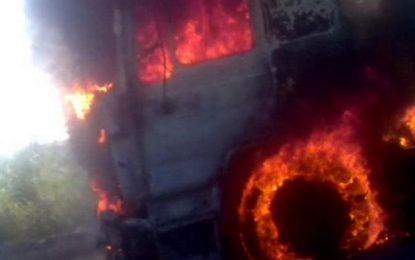 Camion, în flăcări pe A2