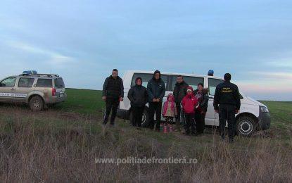 Şase migranţi irakieni şi patru călăuze bulgare, depistaţi de poliţiştii de frontieră în apropiere de Mănăstirea Dervent