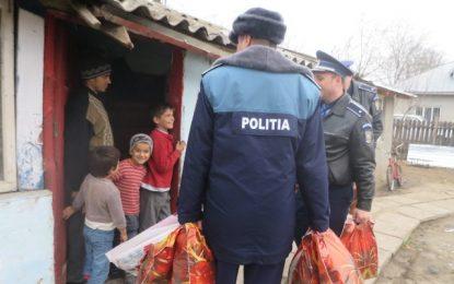 Polițiștii de la Ordine Publică, daruri pentru o familie cu 5 copii din Cuza Vodă