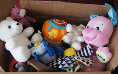 24-25 decembrie/Mix Music organizează o campanie de strângere de jucării și haine
