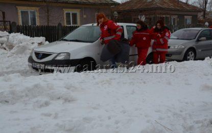 Oameni năpăstuiți din Ulmu, Zimbru și Făurei au primit ajutoare din partea Crucii Roșii/FOTO