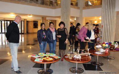 DGASPC Călărași/Peste 100 de obiecte, confecționate de copiii instituționalizați, vândute la prima lor expoziție