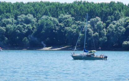 Cinci cetățeni bulgari, răsturnați cu velierul pe Dunăre, salvați de polițiștii de frontieră