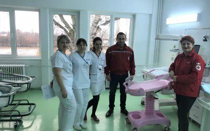 Crucea Roșie/Pătuțuri și cearșafuri noi pentru maternitatea din Oltenița